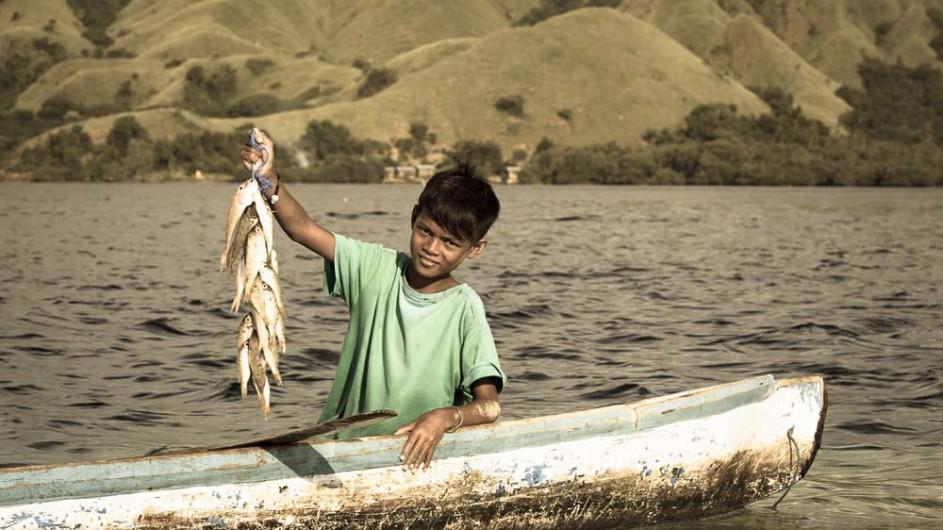 Indonesien Junger Fischer