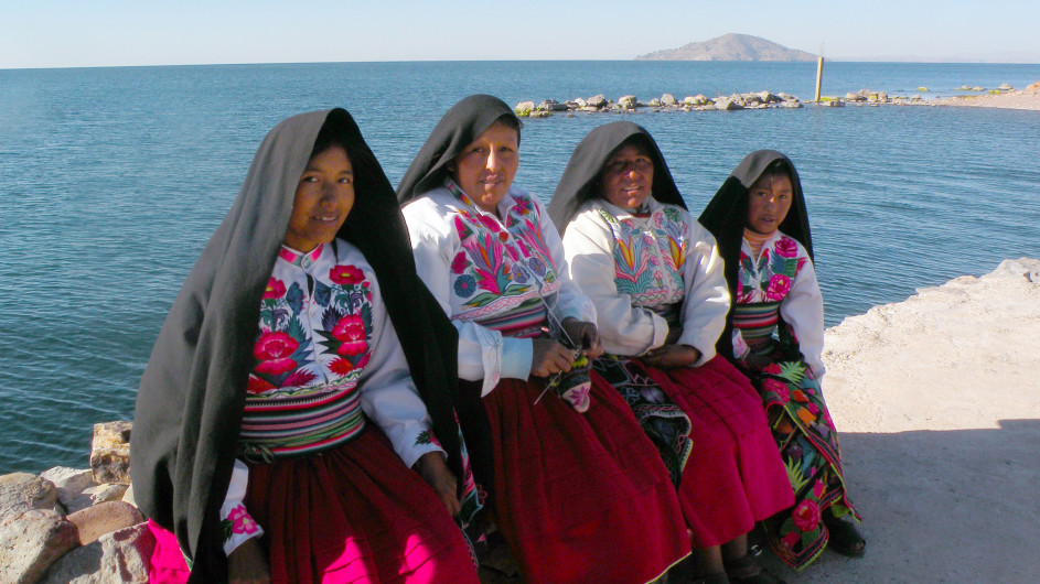 Peru Frauen in Puno am Titicaca See