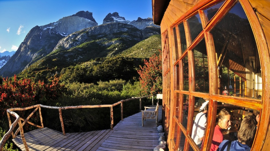 Abendlicher Blick auf Gipfel der Cuernos vom Refugio Los Cuernos