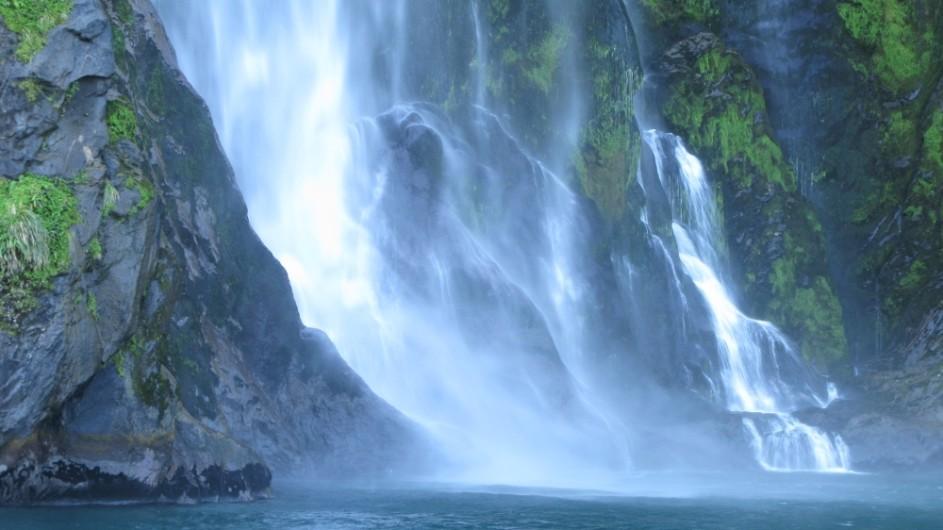 Neuseeland Milford Sound Wasserfall