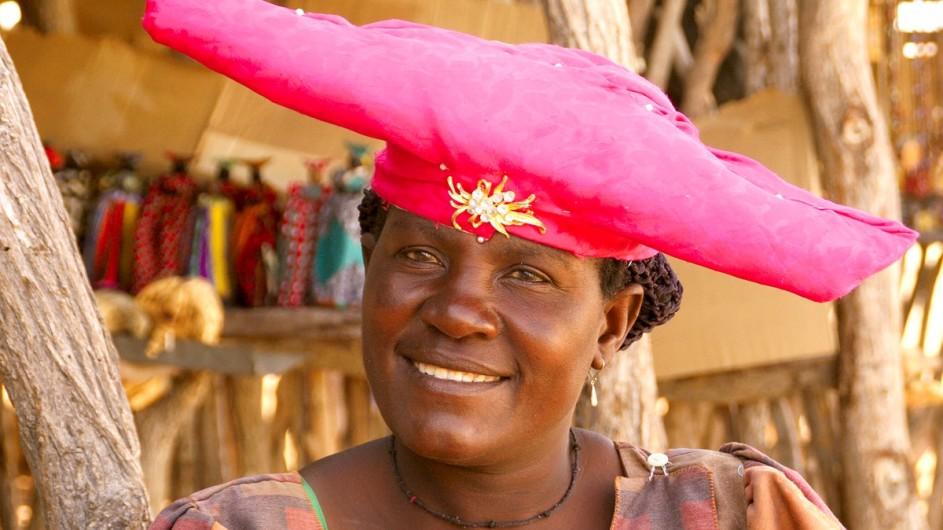Namibia Herero Frau mit Hut
