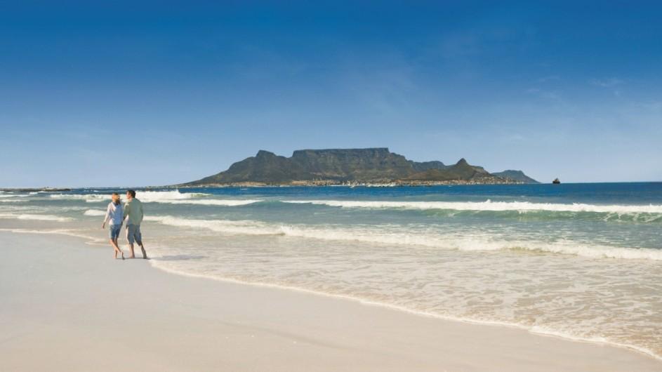 Südafrika Boulbergstrand mit Blick auf den Tafelberg