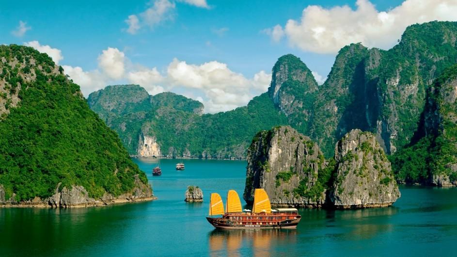 Vietnam Dschunke in der Halong Bucht