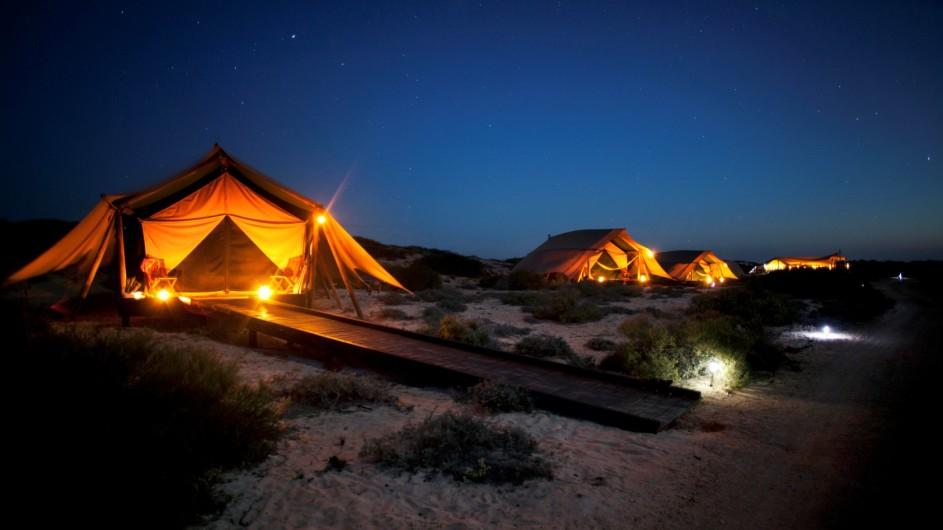 Australien Sal Salis Zelte abends
