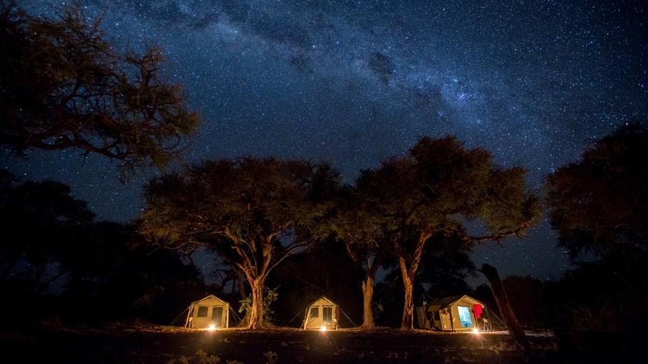 Botswana Letaka Safaris Camp bei Nacht