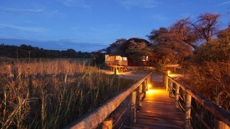 Namibia Caprivi Hakusembe River Lodge abends
