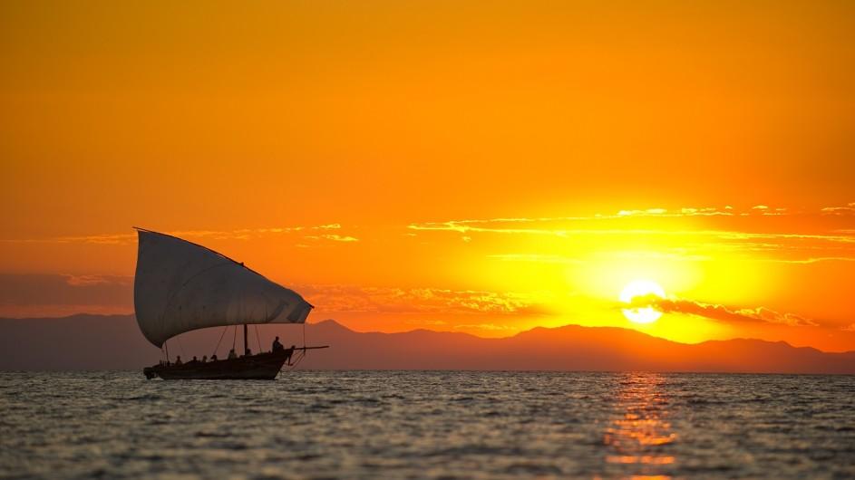 Malawi - Pumulani - Dhow Fahrt Sonneuntergang - c Robin Pope Safaris
