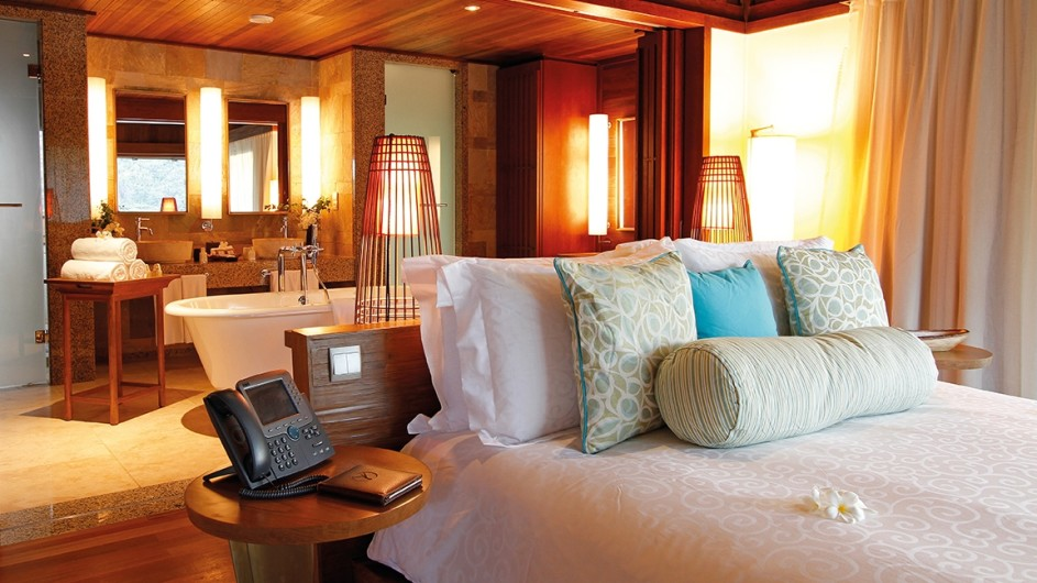 Seychellen Mahe Constance Ephelia Resort Hillside Villa Schlafzimmer