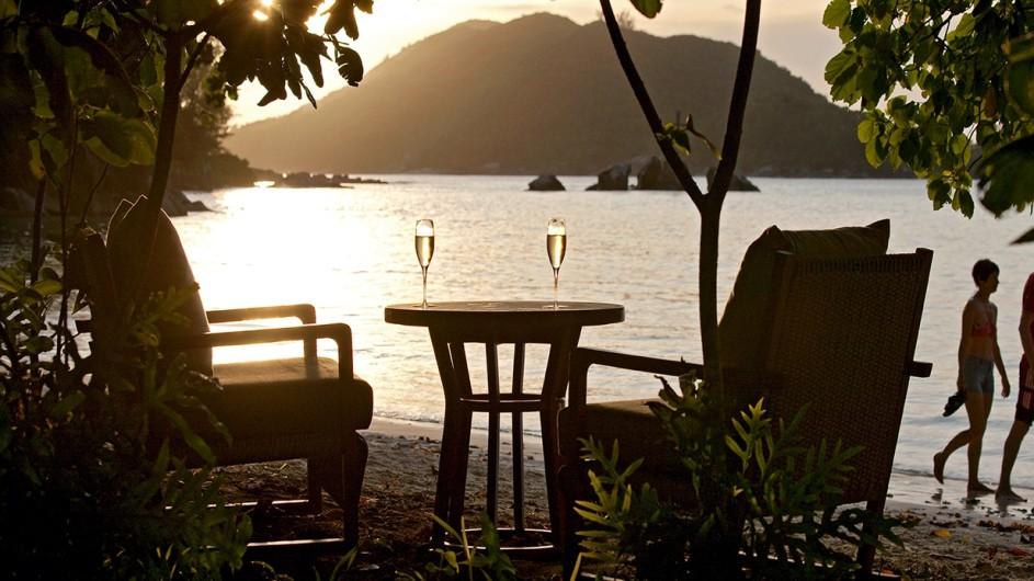 Seychellen Mahe Constance Ephelia Resort Sonnenuntergang