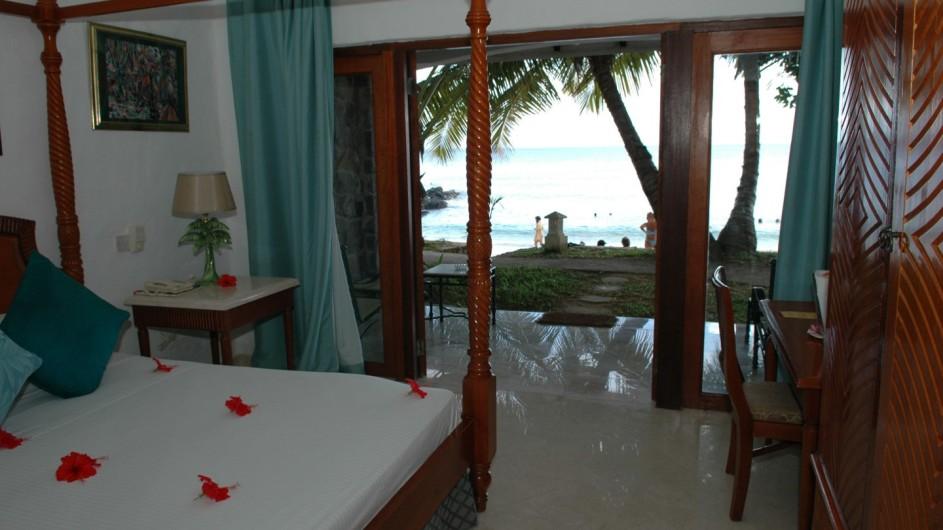 Seychellen Mahe Sunset Beach Hotel Schlafzimmer
