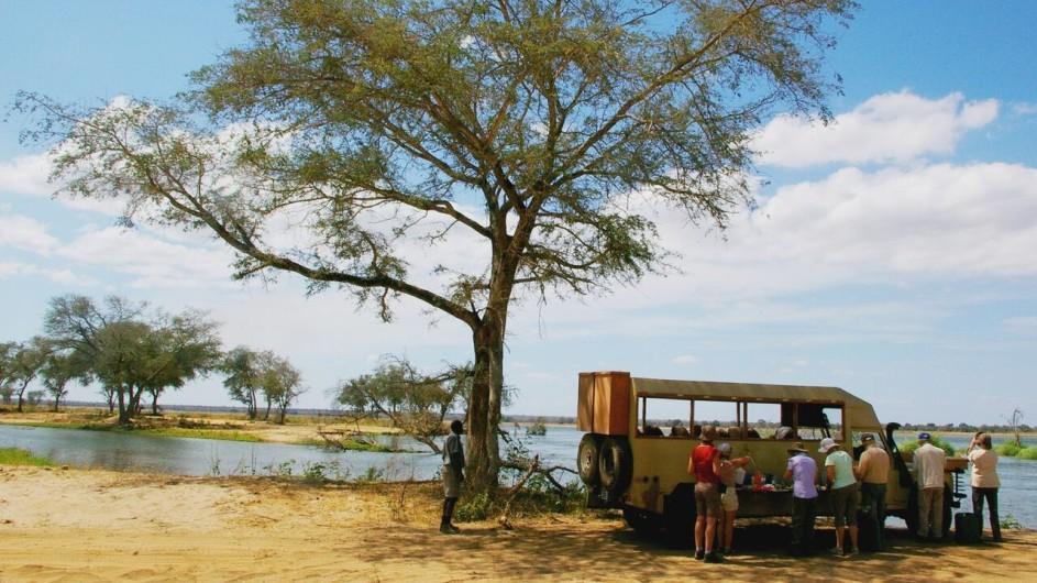 Zambia Bundu Adventure Safaris Mittagspause im Lower Zambezi Nationalpark