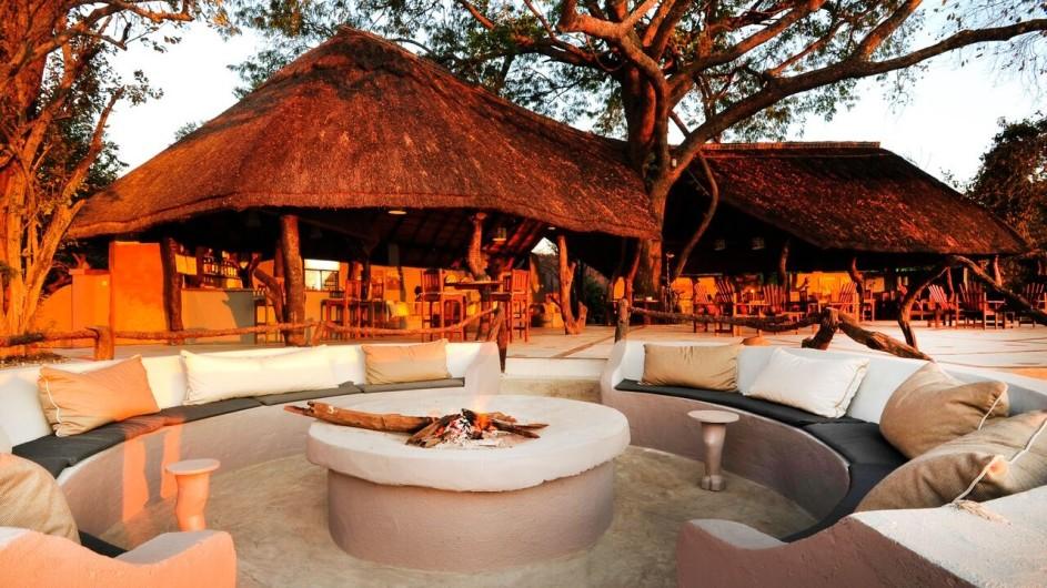 Zambia Kafunta River Lodge Ansicht Lagerfeuer