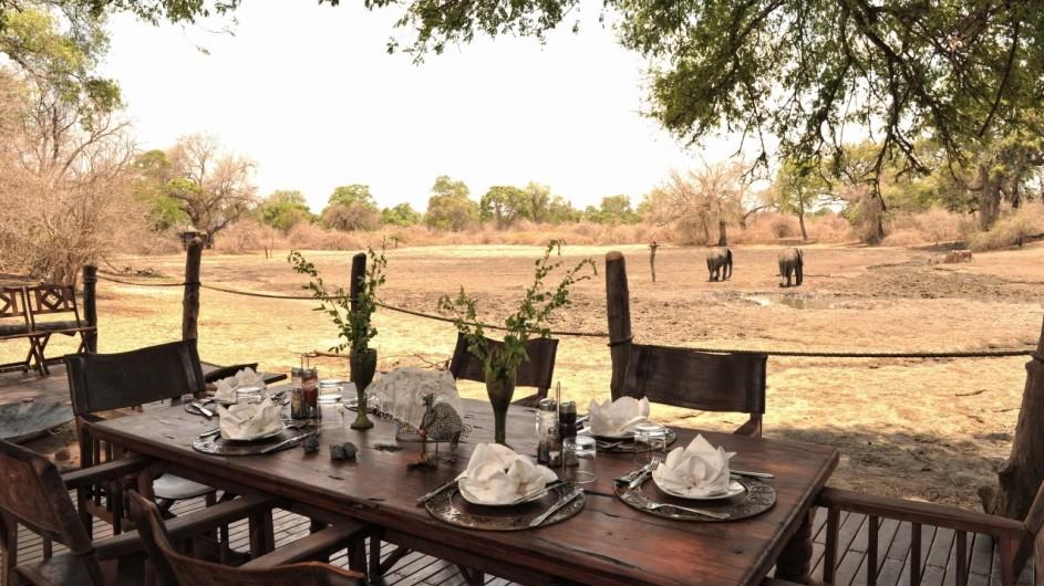 Zimbabwe Kanga Camp Essen mit Aussicht