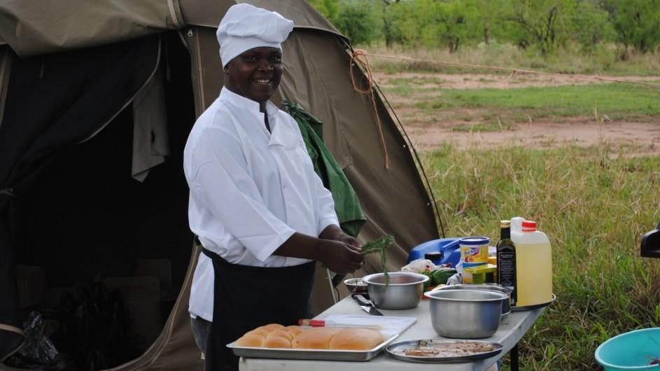 Tanzania Experience privater Koch im Explorer Camp