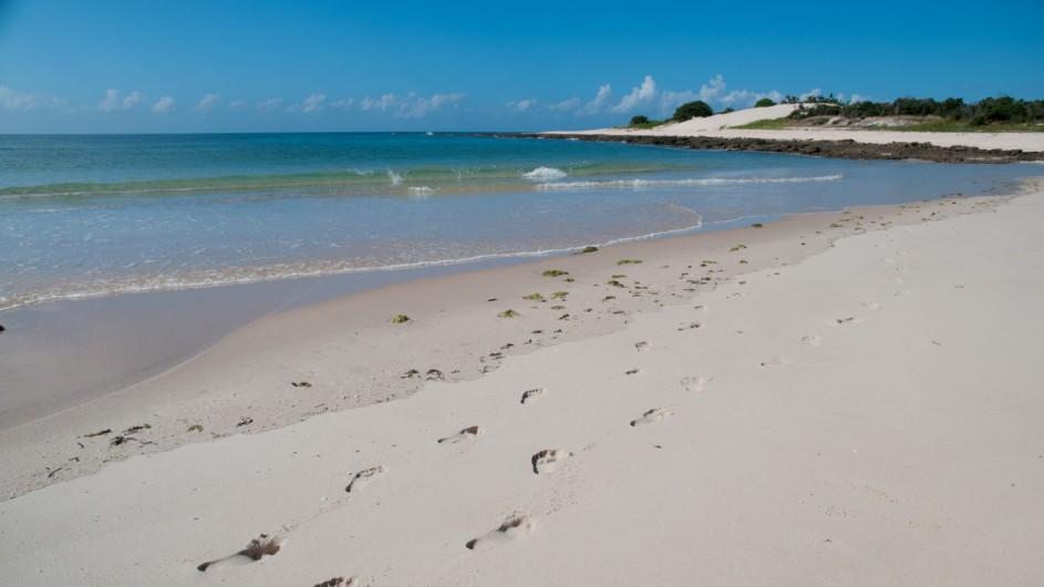 Mozambique Fußabdrücke am Strand