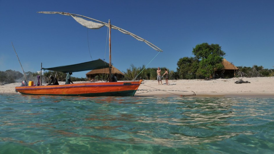 Mozambique Dhow am Strand