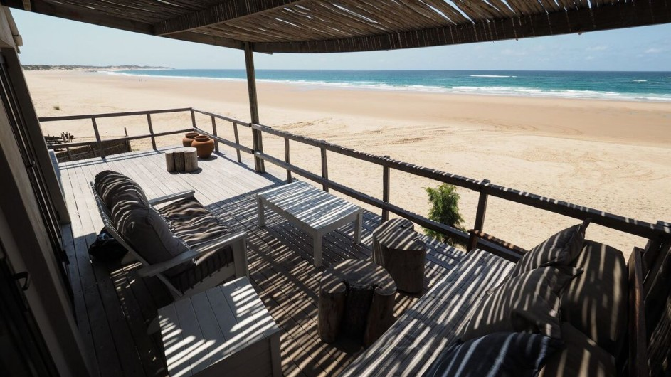Mozambique Tofo Corasiida Guesthouse Terrasse