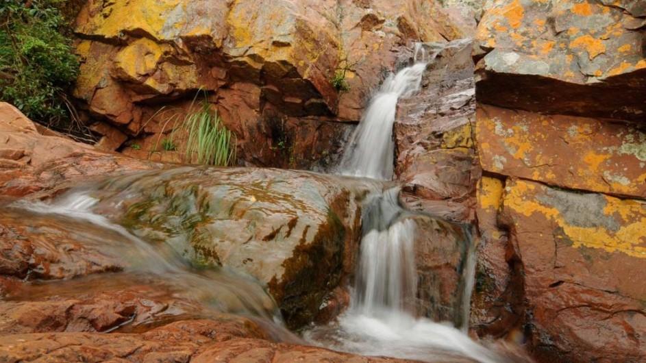 Südafrika Krüger Nationalpark Leshipa Wilderness Lodge Umgebung Wasserfall