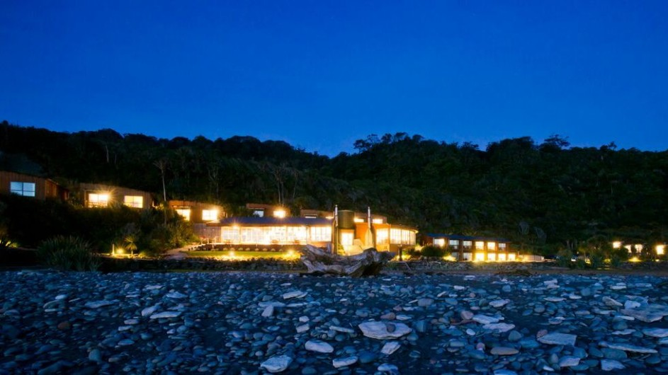 Neuseeland Westküste Punakaiki Resort Außenansicht abends