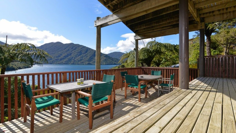 Neuseeland Marlborough Sound Punga Cove Resort Terrasse mit Aussicht