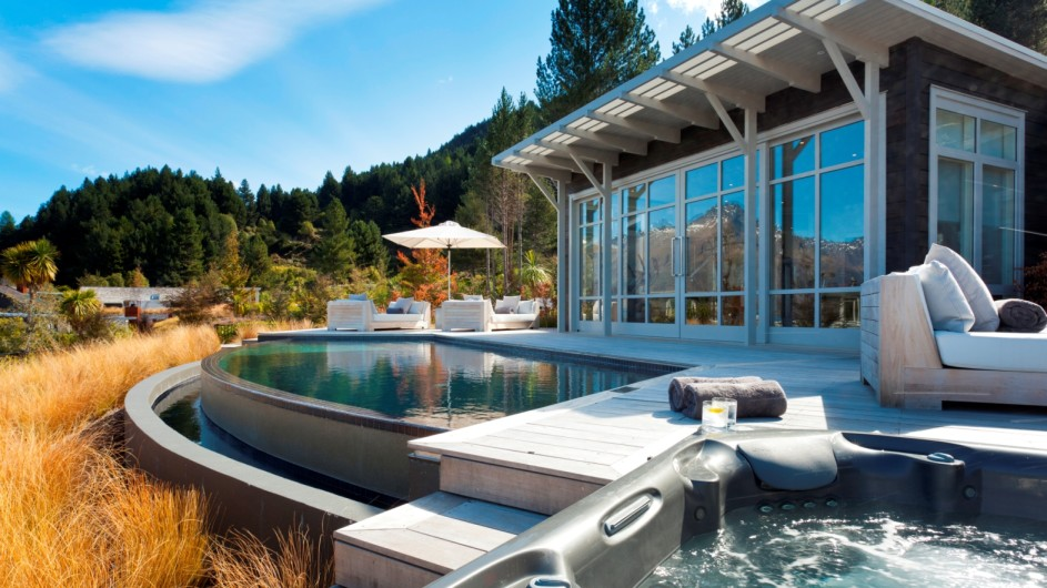 Neuseeland Queenstown Matakauri Lodge Terrasse mit Pool
