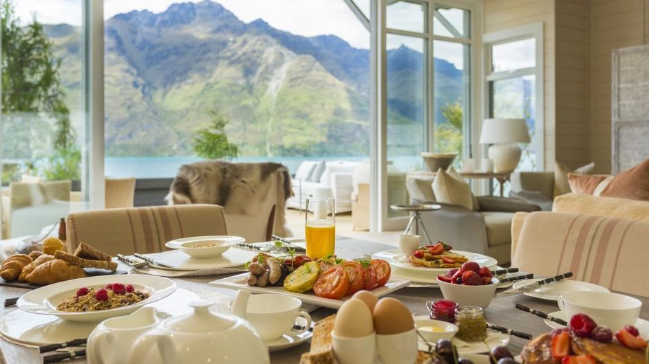Neuseeland Queenstown Matakauri Lodge Frühstück im Owners Cottage