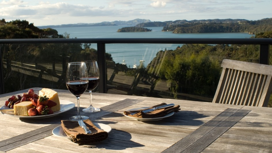 Neuseeland Sanctuary Bay of Islands Lodge Terrasse mit Ausblick