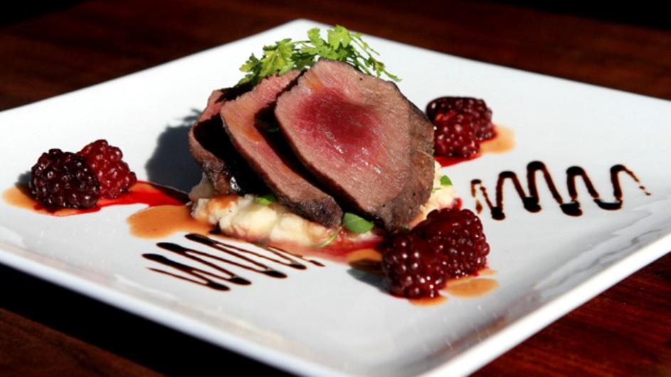 Neuseeland Turangi Oreti Village Restaurant Dinner