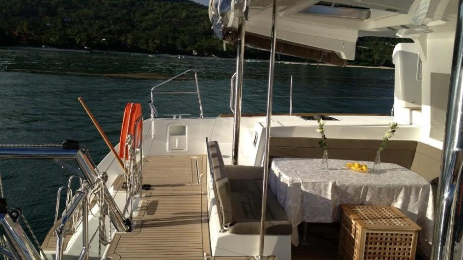 Seychellen - Bat o bleu - Segelkatamaran Lagoon 450 - Sitzecke außen