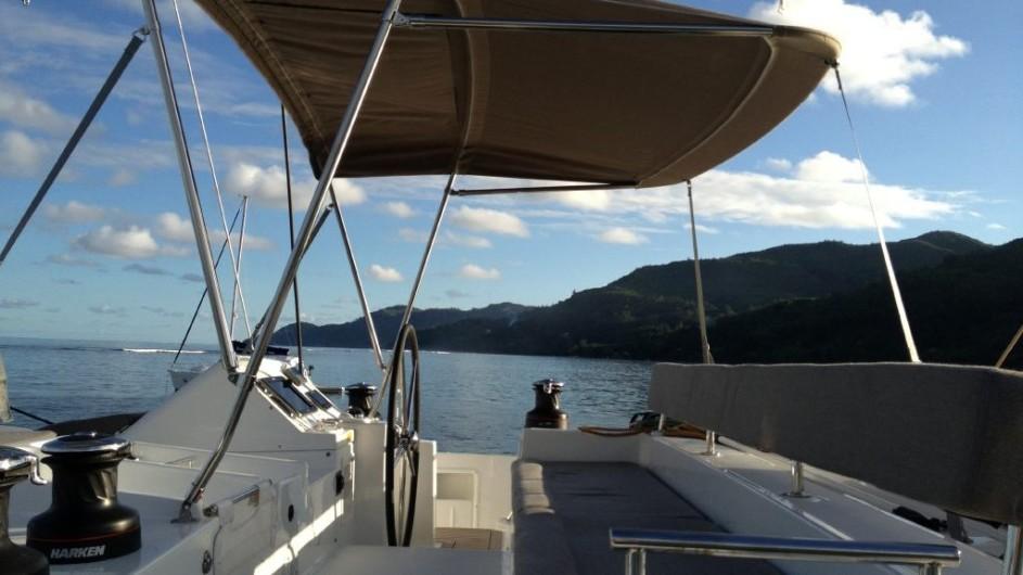 Seychellen - Bat o bleu - Segelkatamaran Lagoon 450 - Steuer