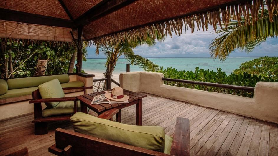 Cook Inseln Pacific Resort Aitutaki Strandbungalow Terrasse