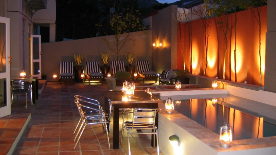 Südafrika Kapstadt An African Villa Innenhof mit Pool