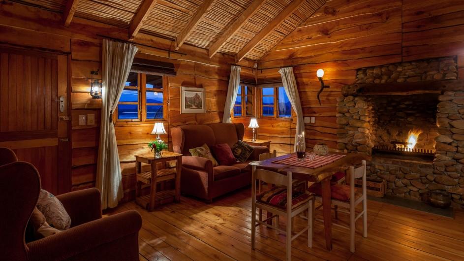 Südafrika Oudtshoorn De Zeekoe Fästefarm Blockhütte