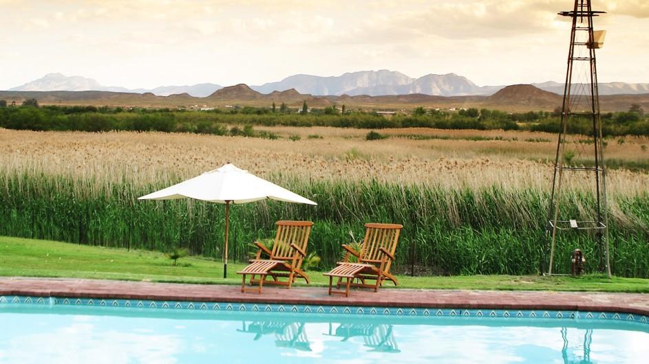 Südafrika Oudtshoorn De Zeekoe Fästefarm am Pool