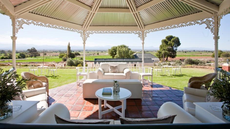 Südafrika Oudtshoorn La PLume Gästehaus Terrasse