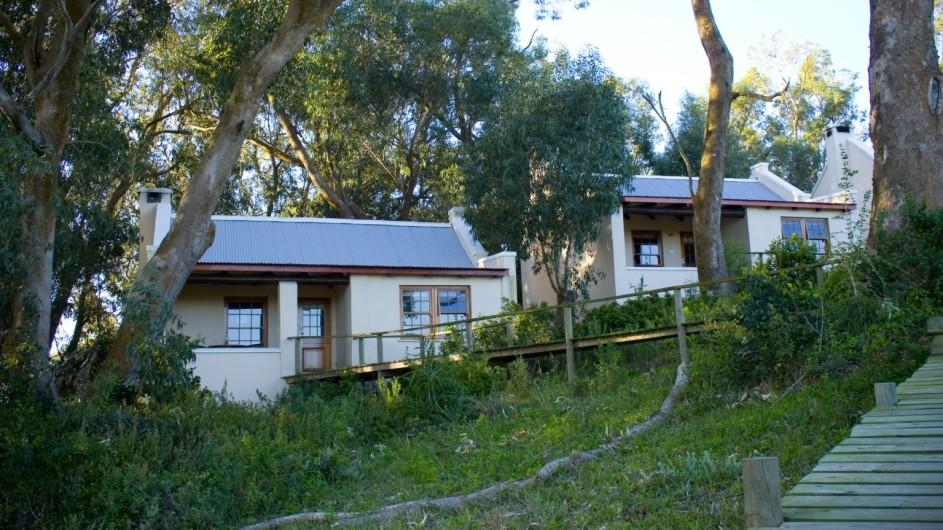 Südafrika Oyster Bay Lodge Chalets Aussenansicht