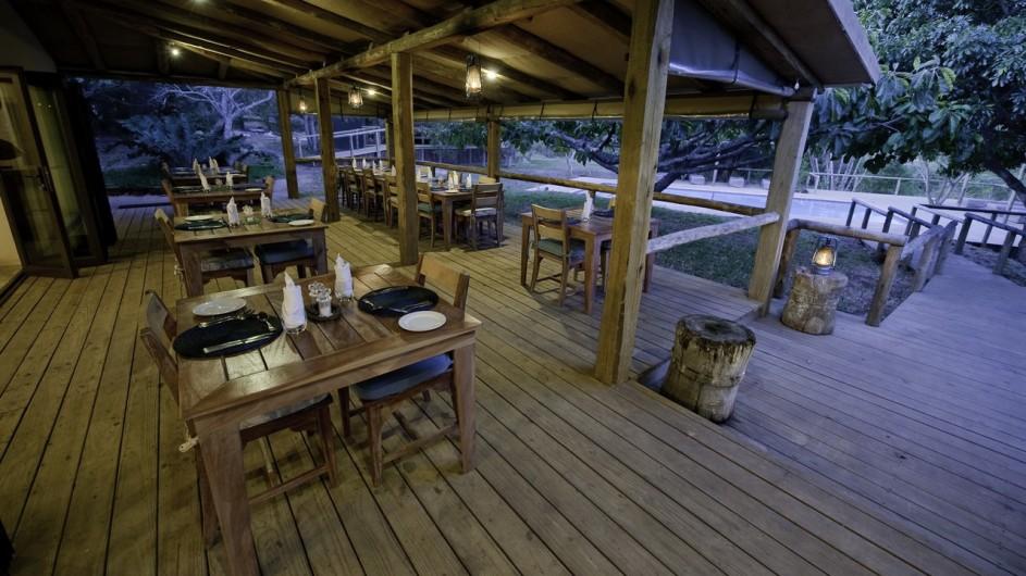 Südafrika Rocktail Beach Camp Terrasse mit Dinner