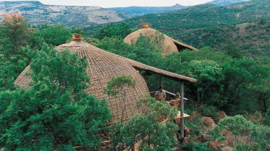 Südafrika Rorke´s Drift Isibindi Zulu Lodge Zimmer Außenansicht
