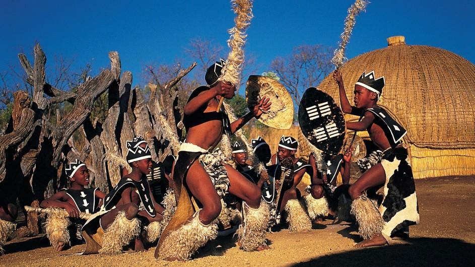 Südafrika Rorke´s Drift Isibindi Zulu Lodge Zulu Tänzer