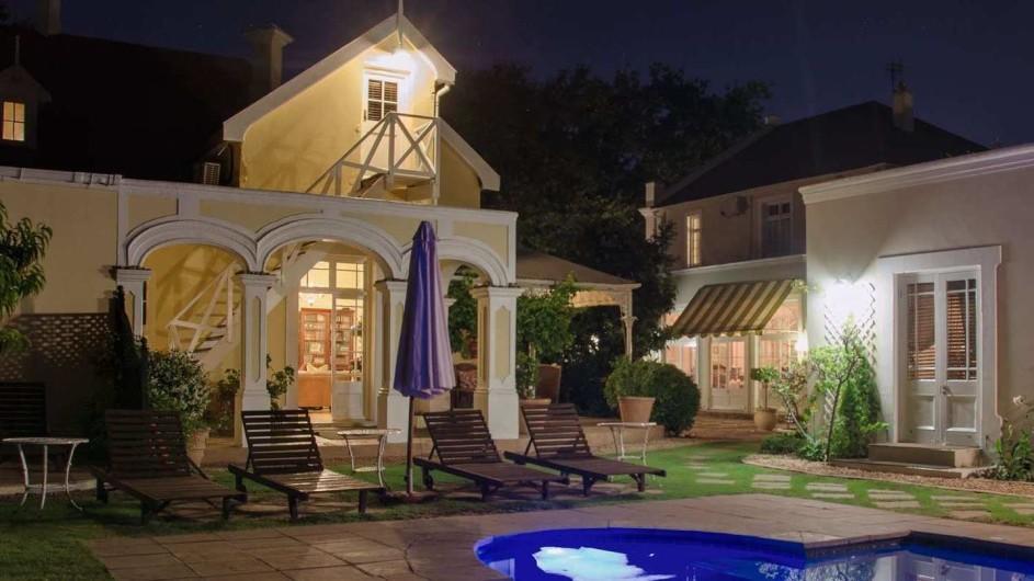 Südafrika Weinland Stellenbosch River Manor Boutique Hotel Pool bei Nacht