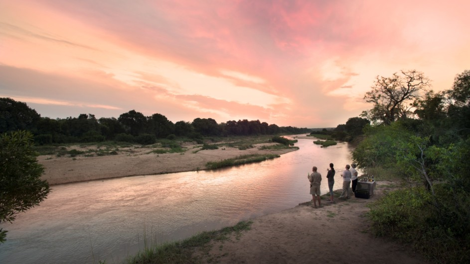 Südafrika Sabi Sand Game Reserve Exeter River Lodge Sundowner