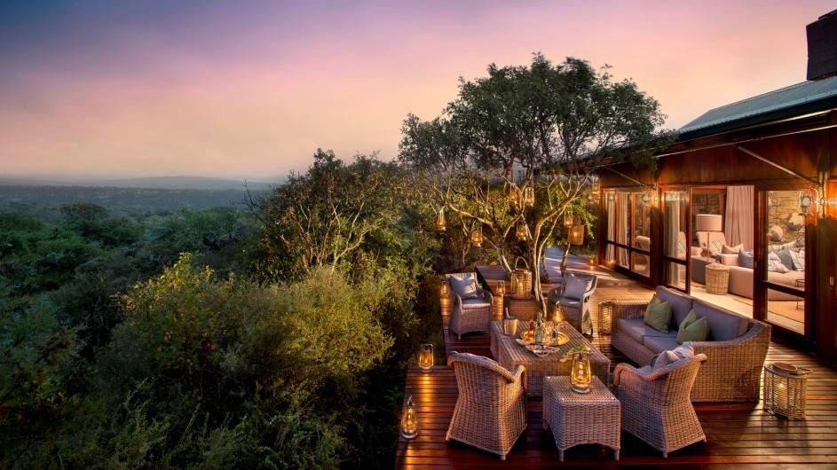 Südafrika Kwandwe Private Game Reserve Kwandwe Ecca Lodge Terrasse Haupthaus