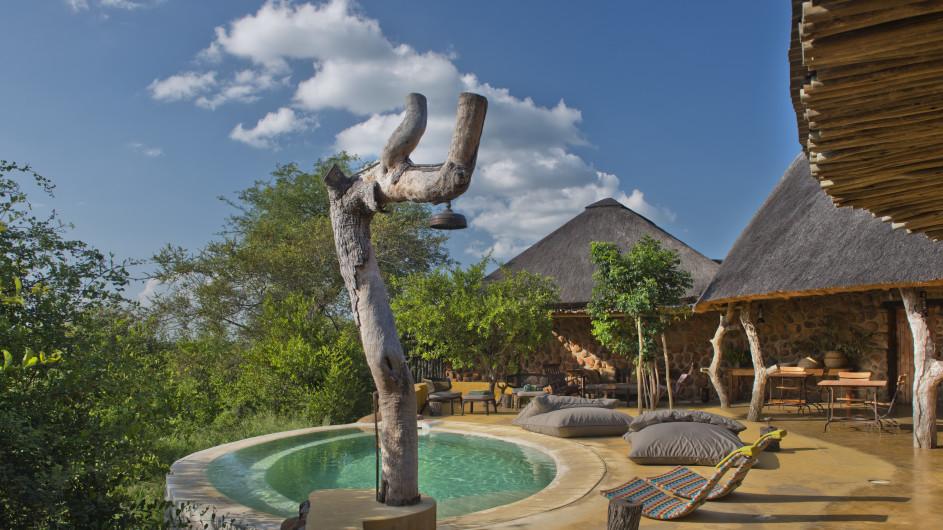Südafrika Motswari Private Game Reserve Geigers Camp Terrasse und Pool