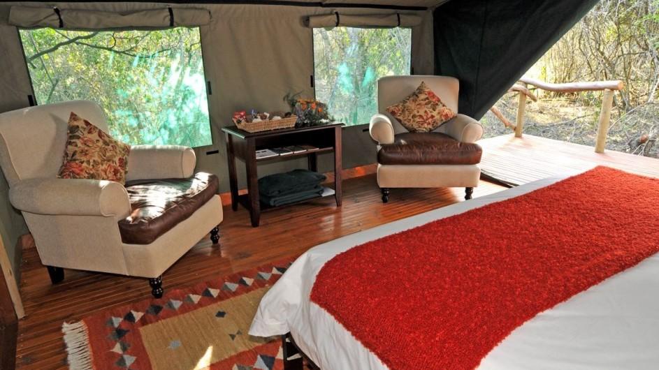 Südafrika Sibuya Game Reserve Forest Camp Zelt innen