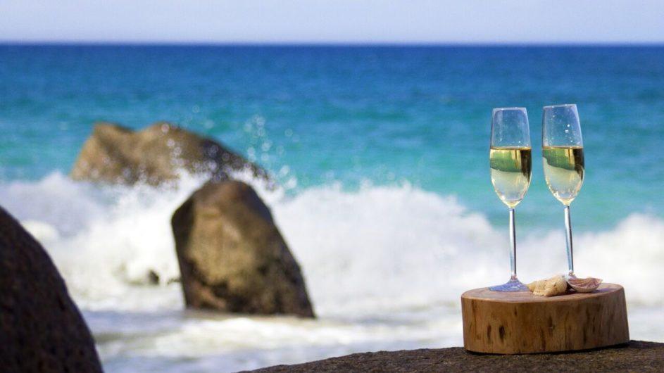 Seychellen - Mahe - Sekt mit Aussicht - Carana Beach Hotel