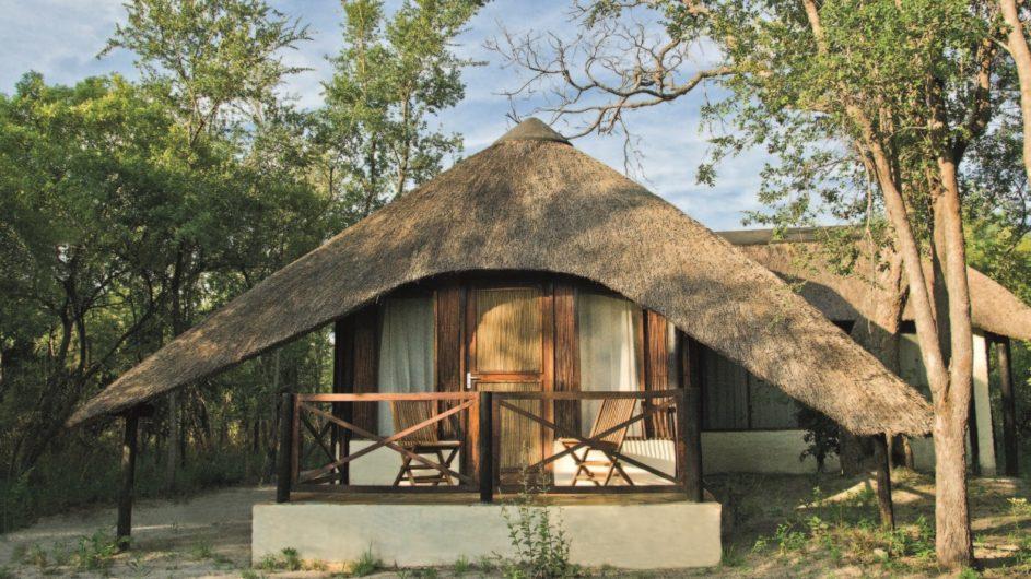 Namibia Caprivi Lianshulu Bush Lodge Zimmer außen