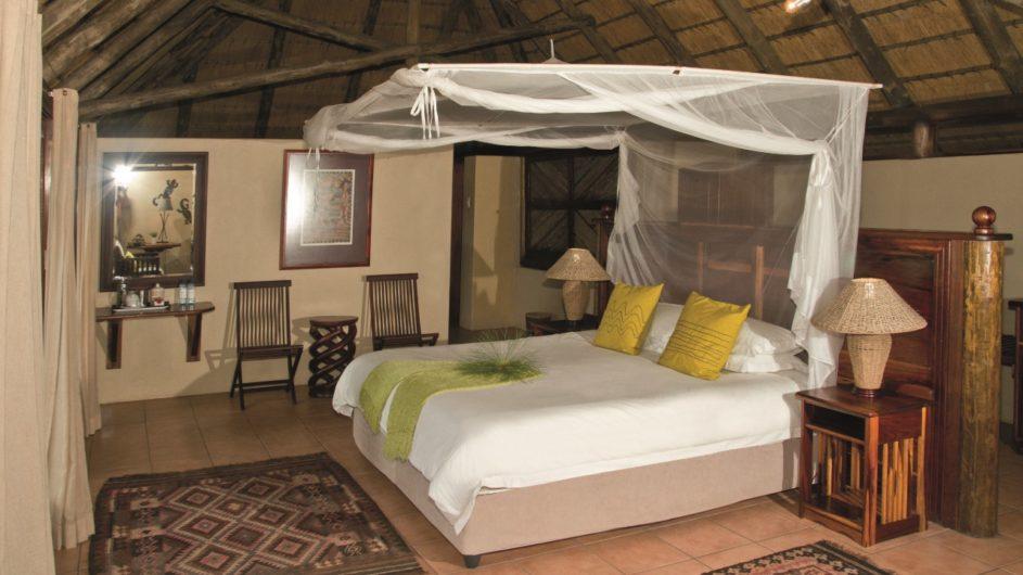 Namibia Caprivi Lianshulu Lodge Zimmer innen