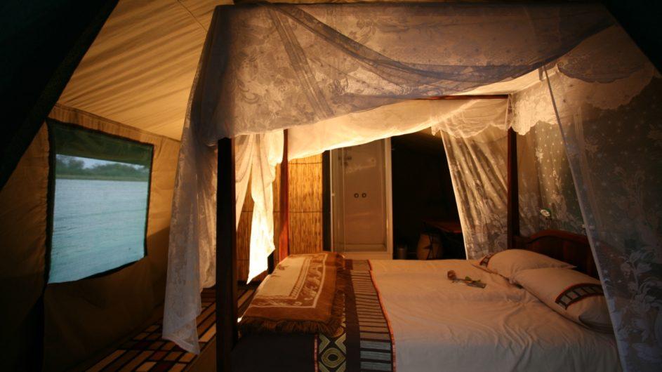 Namibia Caprivi Ndhovu Safari Lodge Schwimmendes Zelt innen