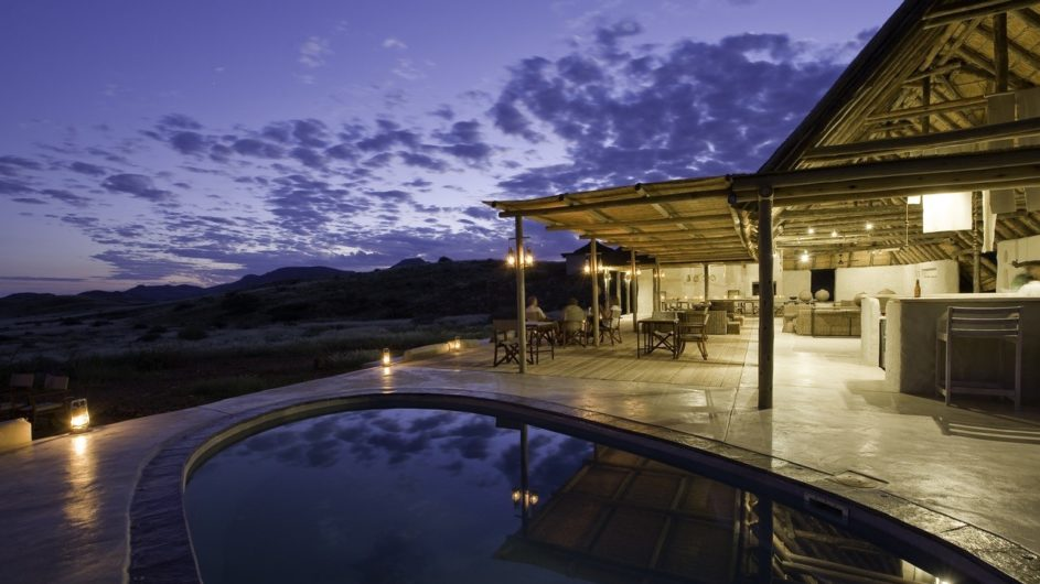 Namibia Damaraland Camp Pool und Terrasse