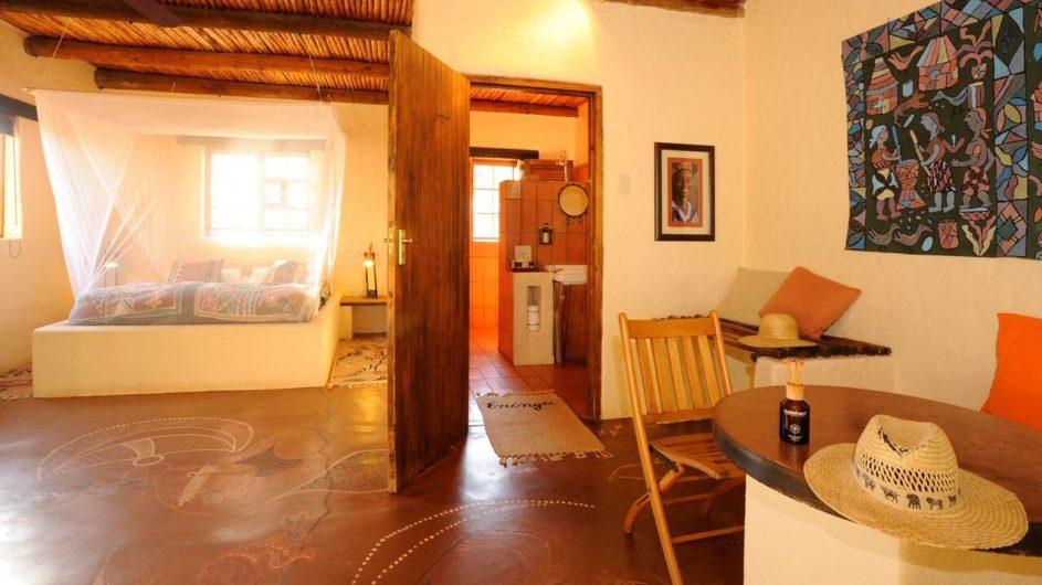 Namibia Eningu Clayhouse Lodge Landschaft Zimmer innen